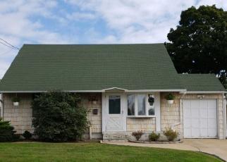 Foreclosed Home en WASHINGTON AVE, Westbury, NY - 11590