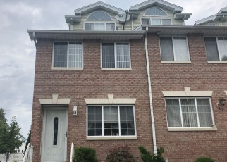 Foreclosed Home en LILLIE LN, Staten Island, NY - 10314