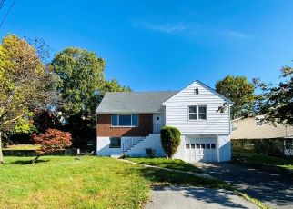 Foreclosed Home en HOOVER RD, Yonkers, NY - 10710