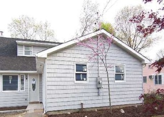Foreclosed Home en MOUNT WILSON AVE, Farmingville, NY - 11738
