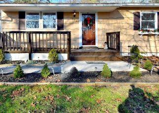 Casa en ejecución hipotecaria in Mastic, NY, 11950,  WOOD AVE ID: P1150622