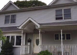 Foreclosed Home in NORTHRIDGE AVE, Merrick, NY - 11566