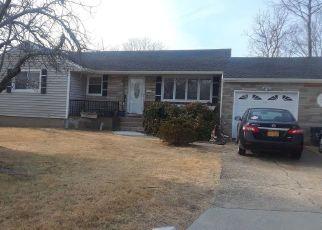 Casa en ejecución hipotecaria in Centereach, NY, 11720,  EASTWOOD BLVD ID: P1153208