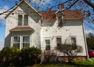 Foreclosed Home in N CREST ST, Hortonville, WI - 54944