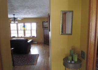 Foreclosed Home en BIRCH DR, Pleasant Valley, NY - 12569