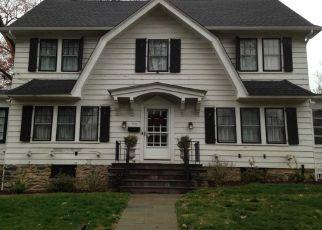 Foreclosed Home en ROOSEVELT AVE, Pelham, NY - 10803