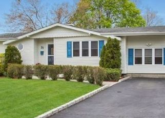Foreclosed Home en BETSY DR, West Sayville, NY - 11796