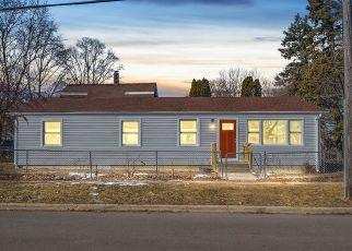 Foreclosed Home en N LOUCKS ST, Aurora, IL - 60505