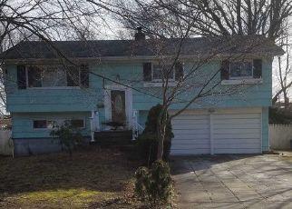 Foreclosed Home in MANHATTAN BLVD, Islip Terrace, NY - 11752