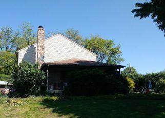 Foreclosed Home en W MOYER RD, Pottstown, PA - 19464