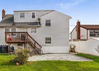 Casa en ejecución hipotecaria in Freeport, NY, 11520,  MILLER AVE ID: P1157389