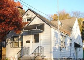 Foreclosed Home en TIBBETTS RD, Yonkers, NY - 10705