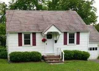Foreclosed Home in BELLEMEADE AVE, Smithtown, NY - 11787