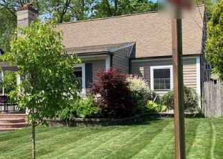 Foreclosed Home in E 22ND ST, Huntington Station, NY - 11746