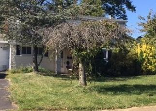 Foreclosed Home en DEEP DALE DR W, Levittown, PA - 19056