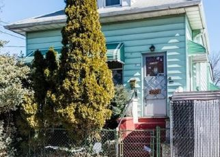 Foreclosed Home en DURYEA AVE, Bronx, NY - 10466