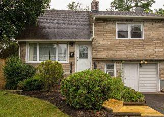 Casa en ejecución hipotecaria in Central Islip, NY, 11722,  SATINWOOD ST ID: P1160460