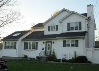 Foreclosed Home en ARTHUR ST, Brentwood, NY - 11717