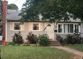 Foreclosed Home en SYLVESTER ST, Westbury, NY - 11590