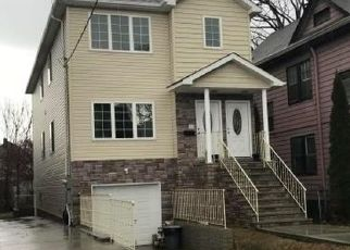 Foreclosed Home en ELM ST, Staten Island, NY - 10310