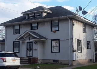 Foreclosed Home en 103RD AVE, Hollis, NY - 11423