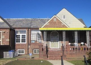 Foreclosed Home en DUNLOP AVE, Saint Albans, NY - 11412