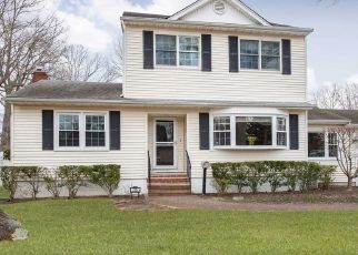 Foreclosed Home en VAN BUREN AVE, West Islip, NY - 11795