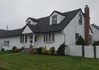 Foreclosed Home en ELSIE LN, Farmingdale, NY - 11735