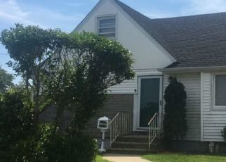 Foreclosed Home en SHERRY AVE, Wantagh, NY - 11793