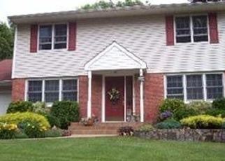 Foreclosed Home in VILLA LN, Smithtown, NY - 11787