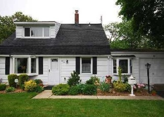 Foreclosed Home en BRYANT ST, Westbury, NY - 11590