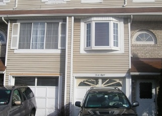 Foreclosed Home en FRANCESCA LN, Staten Island, NY - 10303