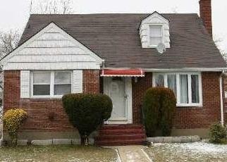 Foreclosed Home en JEAN AVE, Hempstead, NY - 11550
