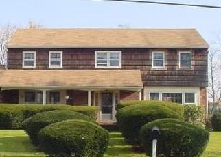 Foreclosed Home en N DURKEE LN, Patchogue, NY - 11772