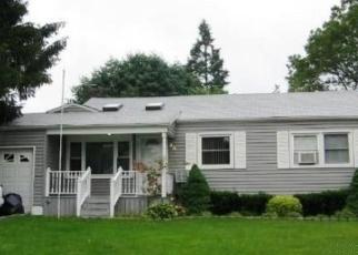 Foreclosed Home en DOLLARD DR, North Babylon, NY - 11703