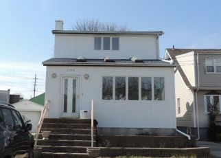 Foreclosed Home en 5TH ST, Oceanside, NY - 11572