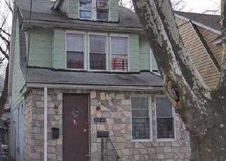 Foreclosed Home en TIOGA DR, Saint Albans, NY - 11412
