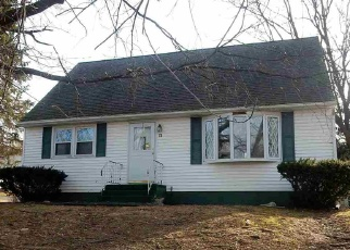 Foreclosed Home en JAMES LN, Troy, NY - 12182
