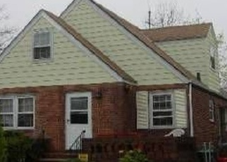Foreclosed Home en HEATHCOTE RD, Elmont, NY - 11003