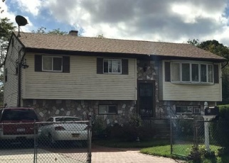Foreclosed Home en PATTON ST, Brentwood, NY - 11717
