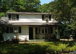 Foreclosed Home en CARR LN, Coram, NY - 11727