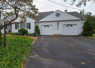 Foreclosed Home en MELBURY RD, Babylon, NY - 11702