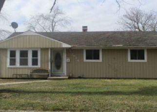 Foreclosed Home en GULL AVE, Medford, NY - 11763