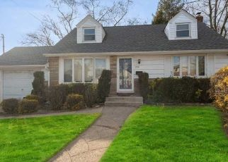 Foreclosed Home in COURTHOUSE RD, Franklin Square, NY - 11010