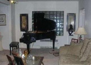 Foreclosed Home in HARVARD AVE, Hewlett, NY - 11557