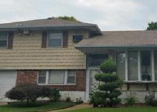 Foreclosed Home en LEA ANN TER, Wantagh, NY - 11793