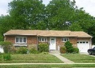 Foreclosed Home en DIAMOND DR, Plainview, NY - 11803