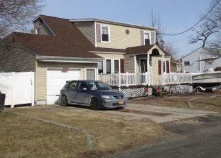 Foreclosed Home en CEDAR CT, Copiague, NY - 11726