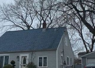 Foreclosed Home en COTTON LN, Levittown, NY - 11756