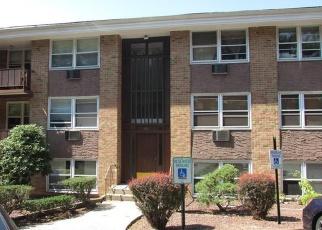 Foreclosed Home en KEARSING PKWY, Monsey, NY - 10952